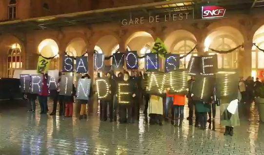Protests in Paris against cancellation of the night train Paris-Berlin